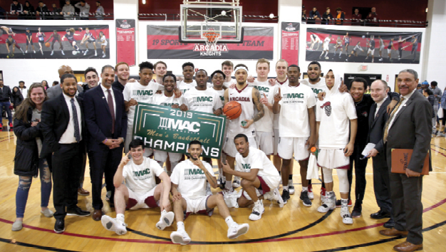 The 2019 Men's Basketball Team after winning the MAC Commonwealth Championship